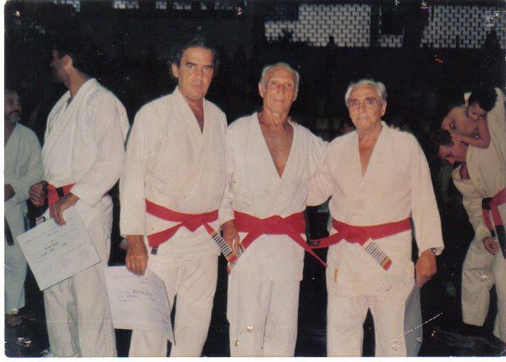 Helio Gracie and Oswaldo Fadda together in a belt graduation event of the federation founded by the Gracies